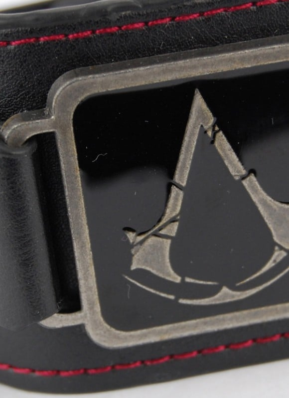 Assassins-Creed-Rogue-Wristband-Metal-Crest_2