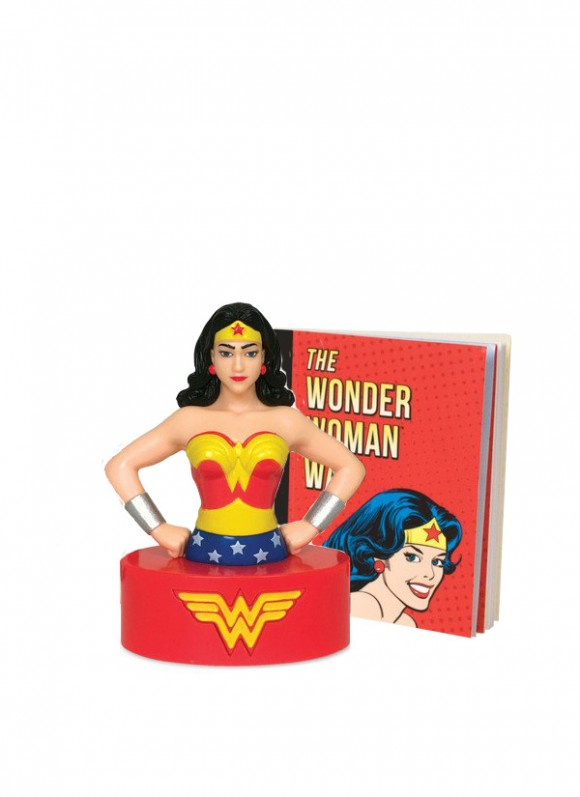 Wonder-Woman-Talking-Figure-and-Illustrated-Book2