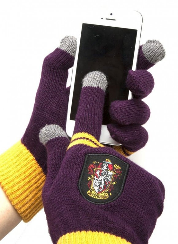 Harry-Potter-E-Touch-Gloves-Gryffindor-Purple2