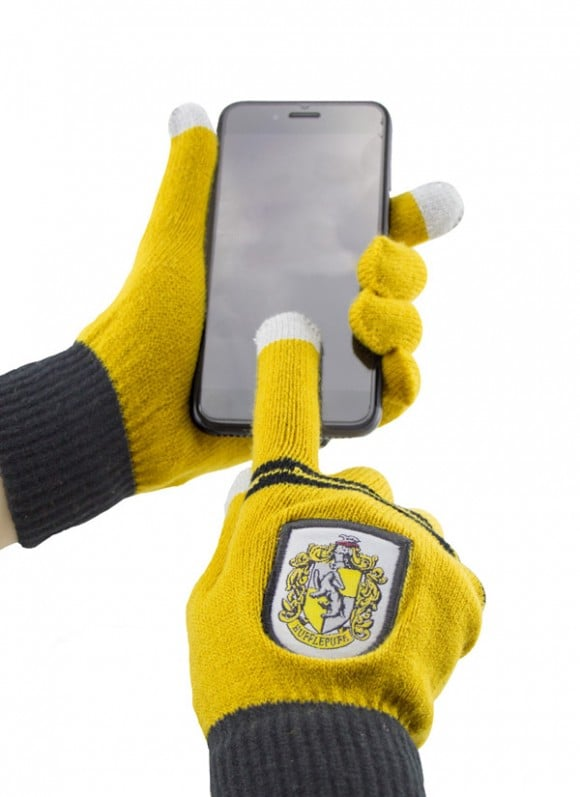 Harry-Potter-E-Touch-Gloves-Hufflepuff2